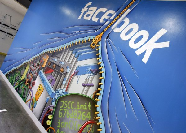 la-fi-tn-facebook-is-about-to-redesign-news-fe-001
